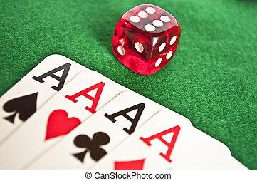 4, aces, and, красный, игральная кость, на, зеленый, задний план