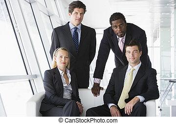 4, businesspeople, 中に, オフィスロビー