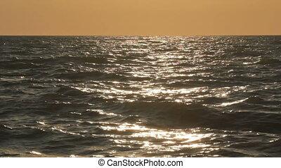 4 IN 1 Waving sea hitting coastline