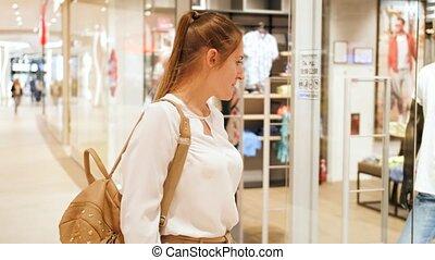 4k, 상점, 쇼핑 센터, 아름다운, 천, 창, 판매, 미소 여자, 늦어 보이는 것, 걷기, 쇼핑, 비디오