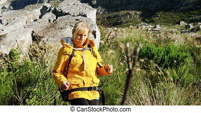 4k, 여자, 시골, 연장자, 걷기