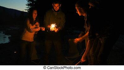 4k, hikers, groep, verlichting, sparkler