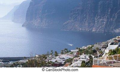 4k, moteur, îles, élevé, équitation, paysage, bateau, panoramique, tenerife, falaises, montagnes., port, gigantes, canari, vidéo, entouré, blanc, beau, grand, los