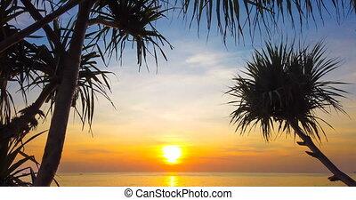 4K motionlapse of beautiful sunset over sea - 4K timelapse...