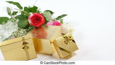 4k, roses, подарок, букет, boxes, золотой