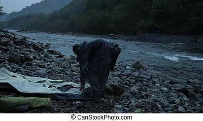4k. the guy puts a tourist tent on the bank of a mountain...