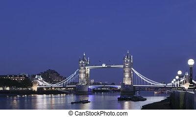 4K Time lapse Tower Bridge London twilight
