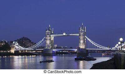 4K Time lapse zoom out Tower Bridge London twilight