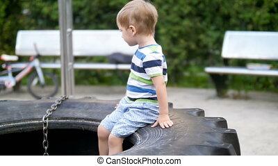 4k, video, von, reizend, lächeln, kleinkind, junge sitting,...