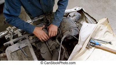 4k, voiture réparant, mécanicien