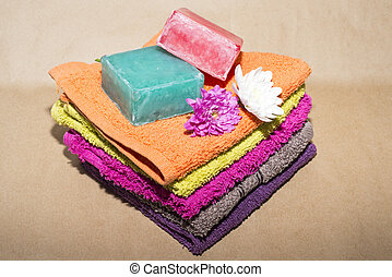 5 facecloths off various shades with flowers and soaps