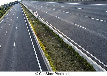 8-lane, vazio, rodovia