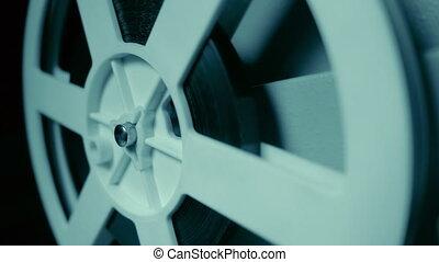 8mm, gros plan, concept, vieux, projecteur, room., vendange, projection, motion., cinematograph, sombre, rotation, reel., retro, nuit, objets, pellicule, lent
