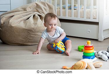10 jouet vieux color mois b b portrait tour jouer images rechercher. Black Bedroom Furniture Sets. Home Design Ideas