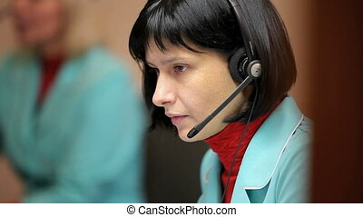911 - woman telephone operator at work
