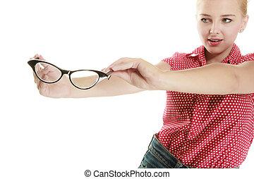 _ klämma fast upp, retro, holdingen, flicka, blondin, glasögon