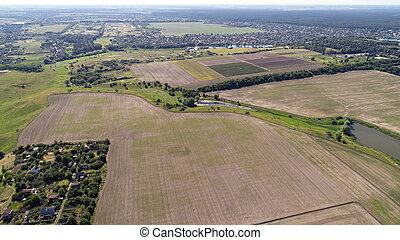 aéreo, campo arado, borde, aldea, pequeño, pedazo, vista