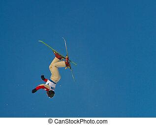 aérien, freestyle, clair, exécuter, ensoleillé, saut, jour, skieur