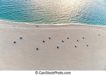aérien, gens, sable, eau, chaise, plage, mer, vue