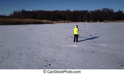 aérien, surgelé, glace, him., river., bourdon, patineur, suivre, long, glissement, vue