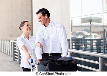 aéroport, aimer couple, jeune