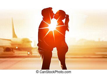 aéroport, couple, amants, jeune