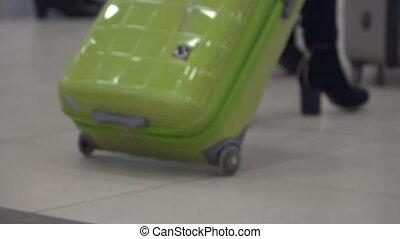 aéroport, femme, salle, valise