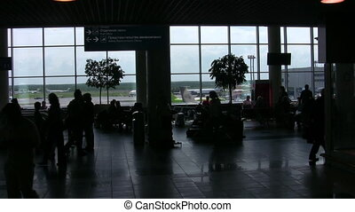 aéroport, silhouettes, salle, gens