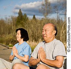 aîné actif, couple, asiatique