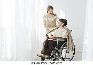 aîné, fauteuil roulant, dame