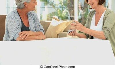 aînés, amis, jouer cartes
