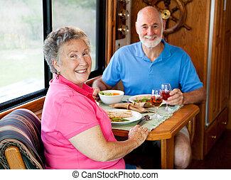 aînés, camping car, désinvolte, -, dîner