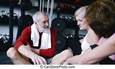 aînés, crise, séance, gymnase, plancher, progress., reposer, fitness, discuter