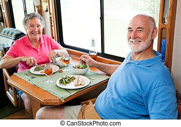 aînés, dîner, camping car, -, deux