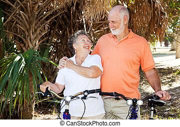 aînés, faire vélo, ensemble