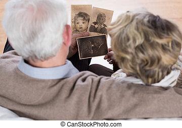 aînés, regarder, vieux, images