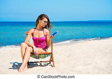 añadir, mujer, joven, traje de baño, bronceado, playa