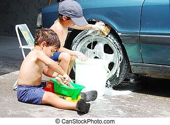 a, わずかしか, かわいい, 子供, ある, 清掃, 自動車, 屋外