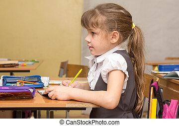 a, 女の子, first-graders, 注意深く, 聞く, へ, ∥, 教師, ∥において∥, 学校
