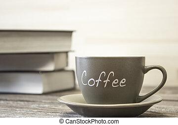 a, 杯咖啡, 上, the, 背景, ......的, a, 堆, ......的, books., 集中, 在這邊緣, ......的, the, 杯子