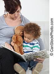 a, 母親, 閱讀, 到, 她, son.