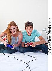 a, 興奮, 青少年的 夫婦, 玩電子游戲