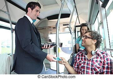 a, 若い, コントローラー, 制御, 乗客, 中に, a, bus.