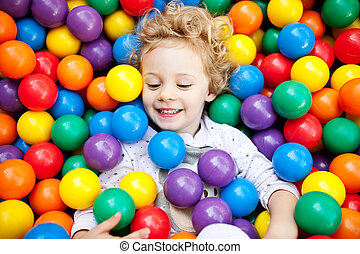 a, 若い, ブロンド, 女の子, 子供, 楽しい時を 過すこと, 遊び, ∥で∥, ?olorful, プラスチック,...