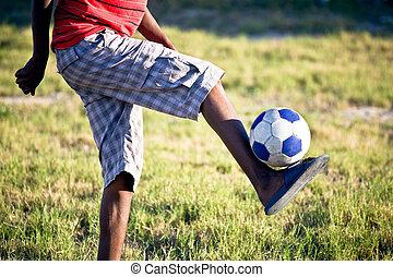 a, 青少年男孩, 由于, 僅僅, 他的, 腿, 在, 射擊, 藏品, a, 足球, 向上, 由于, 僅僅, 他的, 英尺