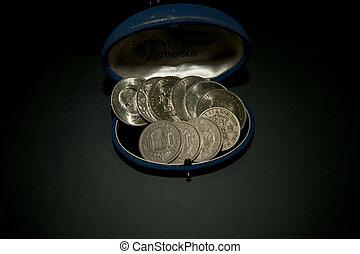 a, 혼합, 의, 늙은, british, 왕관, 와..., 절반, 왕관, 은 화폐로 주조한다, 에서, 자형의 것, 늙은, 시계, 상자