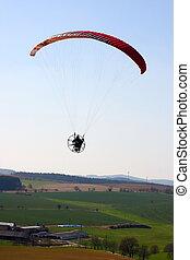 a, angetrieben, paraglider, pilot, flug, aus, der, landschaftsbild