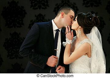 a, bájos, párosít, szerelemben, csókolózás, közel, fal