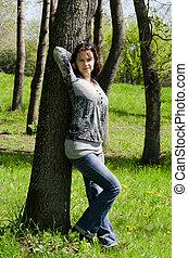 a, bonito, menina, em, um, árvore, em, a, verão