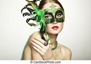 a, bonito, mulher jovem, em, um, verde, misteriosa, máscara...